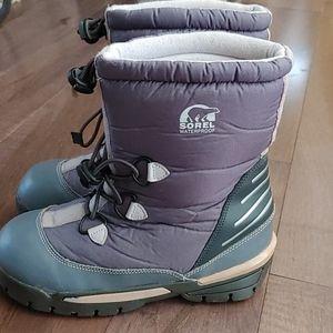 Sorel kids Girls winter snow boots size 4
